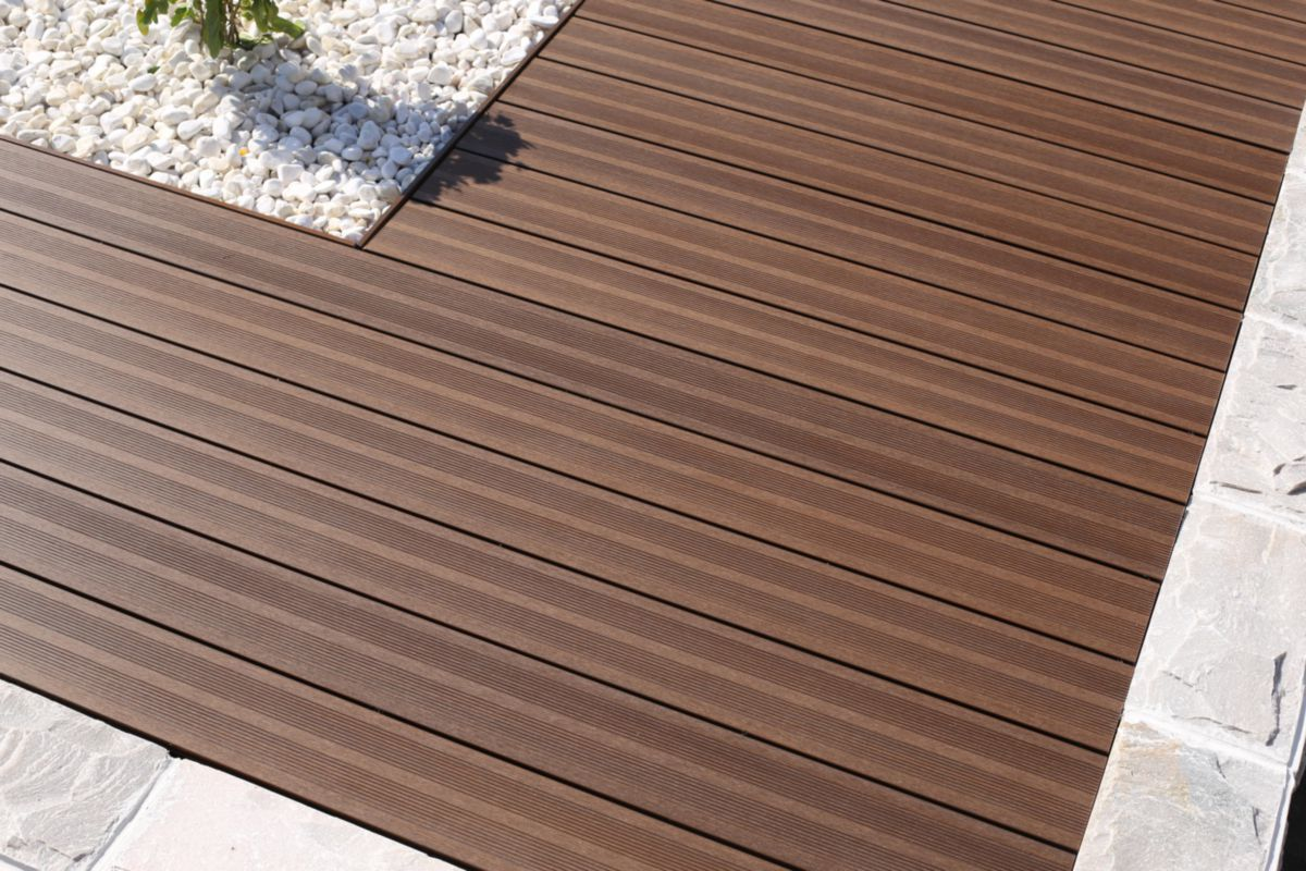 fiberdeck lame patio brun 22 5x145mm longueur 3 6m dispano
